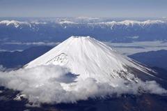 Fuji snow-clad 20151224.jpg